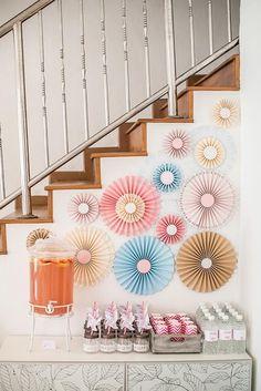ROSETTES de papel para decorar festas