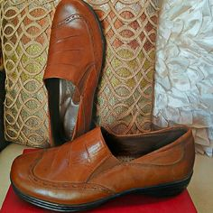 Brown leather shoes Conditions new. Brown 100%  leather upper. Very comfortable. Look very sophisticated with skinny jeans. I love this is shoes but they a little big for me!!! If you like my item please share:) Michael  M... Shoes Flats & Loafers