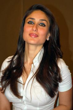 kareena kapoor in white tight t-shirt photos shirt eyes style hair pics pictures images dress kareen Kareena Kapoor Images, Kareena Kapoor Khan, Kareena Kapoor Navel, Indian Bollywood, Bollywood Fashion, Bollywood Saree, Most Beautiful Indian Actress, Beautiful Actresses, Hot Actresses