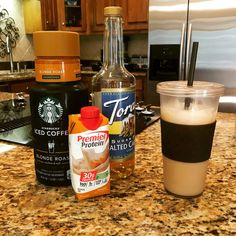 Salted Carmel Iced Coffee: mix of your favorite iced coffee and Carmel flavo. - Salted Carmel Iced Coffee: mix of your favorite iced coffee and Carmel flavored protein shake. Jamba Juice, Yummy Drinks, Healthy Drinks, Healthy Eats, Coffee Drinks, Coffee Mix, Coffee Break, Morning Coffee, Coffee Cups