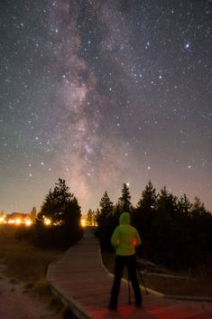 Plan your astrophotography trip to Yellowstone with this location guide. Find out the best places to take amazing night sky photos! Wildlife Photography Tips, Landscape Photography Tips, Photography Basics, Photography Tips For Beginners, Sunset Photography, Photography Photos, Travel Photography, Night Sky Photos, Take Better Photos