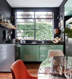 Here are 27 gorgeous kitchens that aren't all white to get your creative juices flowing. Decor, Kitchen Interior, Kitchen Design Small, Kitchen Trends, Kitchen Colors, Home Decor, Home Deco, Home Kitchens, Flat Interior
