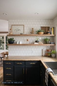 DIY Open Shelving in the Kitchen - Dark cabinets with brass pulls, granite and w. DIY Open Shelving in the Kitchen – Dark cabinets with brass pulls, granite and white subway tile Rustic Kitchen, Kitchen Dining, Vintage Kitchen, Country Kitchen, Kitchen Modern, Ikea Kitchen, Minimal Kitchen, Brass Kitchen, Kitchen Sink