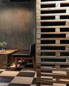 Palete de madeira para as divisórias. Pinterest:  http://ift.tt/1Yn40ab http://ift.tt/1oztIs0 |Imagem não autoral|