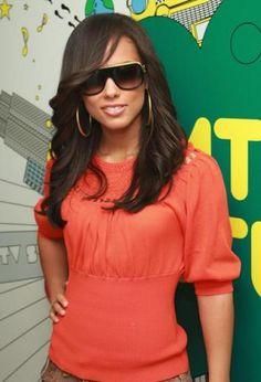 Alicia Keys side swept bang and soft waves