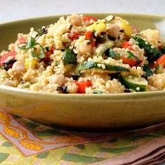 Couscous and Vegetables the beauty of african cuisine. decorating and coloring your menu. is a delight for all those coming to your house Si toi prévoye Turkish Salad, Moroccan Salad, Couscous Recipes, Couscous Salad, Pearl Couscous, Vegetarian Recipes, Cooking Recipes, Healthy Recipes, What's Cooking