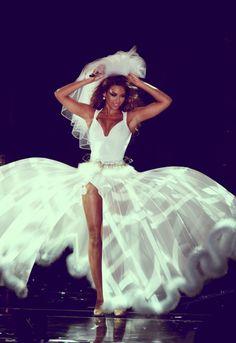 beyonce, wedding dress, veil soooo beautiful