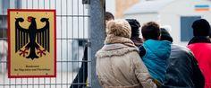 In der Landesaufnahmebehörde Braunschweig sollen Asylbewerber im großen Stil Sozialbetrug begangen haben. Der entstandene Schaden liegt geschätzt bei bis zu fünf Millionen Euro. Möglichwereise versuchte die Behördenleitung, den Betrug zu vertuschen.
