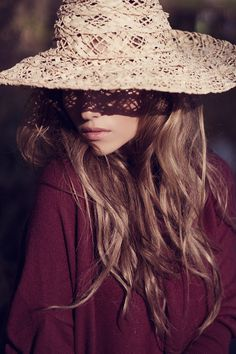 sun hats are not only useful to shade you from the sun, but just make any outfit when away somewhere sunny, MUST HAVE! <3