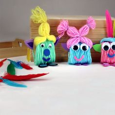 Petits trolls en laine et en carton - The Best Holidays and Events Trends and Ideas Pom Pom Crafts, Yarn Crafts, Diy Crafts, Diy For Kids, Crafts For Kids, Event Poster Design, Event Planning Business, Textiles, Halloween 2019