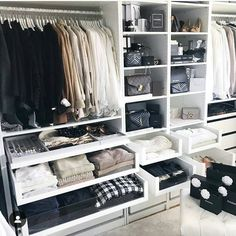 Nancy Simanca sur Instagra - Home Decora La Maison Walk In Closet Design, Bedroom Closet Design, Master Bedroom Closet, Closet Designs, Bedroom Decor, Dream Closets, Dream Rooms, Closet Organisation, Organization Ideas