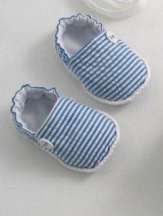 Items similar to Blue Seersucker Sunsuit, Espadrilles and Sun Hat on Etsy Baby Shoes Pattern, Baby Dress Patterns, Shoe Pattern, Baby Boy Shoes, Baby Boots, Baby Sewing Projects, Sewing For Kids, Espadrilles, Baby Slippers