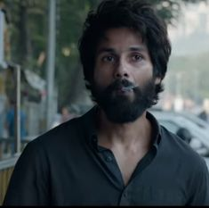 Bekhayali song of Kabir Singh is out, heartbroken Shahid looked alcoholic and ra. - Bekhayali song of Kabir Singh is out, heartbroken Shahid looked alcoholic and raw. – The song Be - Download Wallpaper Hd, Wallpaper Downloads, Profile Dp, Dark Wallpaper, Mobile Wallpaper, Shahid Kapoor, Boys Dpz, Hair And Beard Styles, Stylish Men