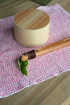 【 SASHIKO FUKIN ☆Hand-stitched cloth 】 ■刺し子マット / hananiwa ■お弁当箱¥2,160・箸箱  レディース¥5,400 / いぐさブティック草
