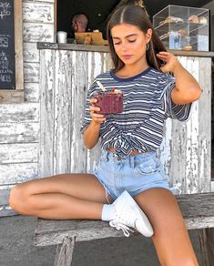 15 Summer Street Style Trends We're Totally Obsessed With - cute summer street style outfits! 15 Summer Street Style Trends We're Totally Obsessed With - cute summer street style outfits! Street Style Trends, Street Style Outfits, Mode Outfits, Edgy Outfits, Fashion Outfits, Fashion Trends, Womens Fashion, Fashion News, Insta Outfits