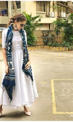 Designer dresses indian - Indian bolywood summer maxi dress with skirt with indigo Etsy Indian Attire, Indian Ethnic Wear, Ethnic Dress, Pakistani Dresses, Indian Dresses, Cotton Dress Indian, Kurti Pakistani, Look Fashion, Fashion Outfits