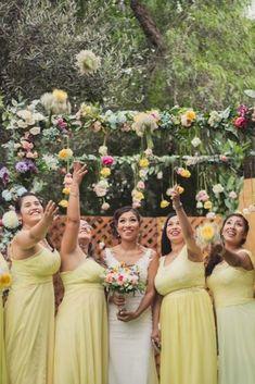 Un día mágico en el mes de las flores #matrimoniocompe #bodasperu #primavera #bodaenprimavera #primaveral #mesdelamorylaamistad Outfit Primavera, Thing 1, Bridesmaid Dresses, Wedding Dresses, Fashion, Being A Bridesmaid, Fresh Flowers, Simple Wedding Gowns, Elegant Wedding