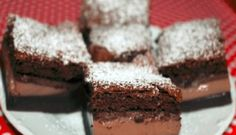 These Triple Chocolate Nutella Brownies are SO EASY! They come together in minutes, are only one-bowl, and produce an ultra moist, super fudgy, incredibly rich and fudgy brownie bursting with three kinds of chocolate! Nutella Brownies, Fudge Brownies, Brownie Sem Gluten, Paleo Chocolate, Vegetarian Chocolate, Chocolate Fudge, Pear And Chocolate Cake, Chocolate Coffee, Chocolate Recipes