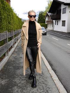 Bibi Horst liebt den groben Boots Trend und zeigt ihre Looks. | Stilexperte für Styling und Anti-Aging 45+ Mode Outfits, Winter Outfits, Casual Chic, Minimalist Fashion Women, Winter Stil, Confident Woman, Mode Style, Classic Looks, My Wardrobe