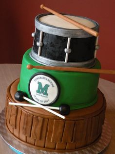 marching band themed graduation cake ... I want something like this and have a layer of the cake for band and the others for something else