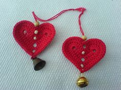 Crochet Christmas Hearts - Ravelry free download Tutorial. Also saved in my iBooks
