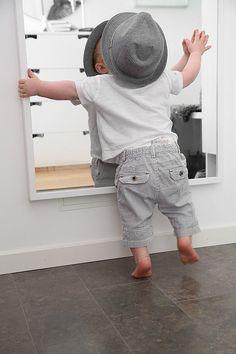 Spegel spegel på väggen där...