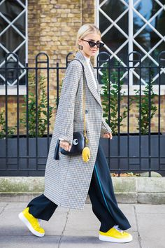 London SS 2018 Street Style: Caroline Daur Caroline Daur between the fashion shows. Fashion Mode, Look Fashion, Trendy Fashion, Winter Fashion, Girl Fashion, Fashion Outfits, Womens Fashion, Classy Fashion, Fashion Shoes