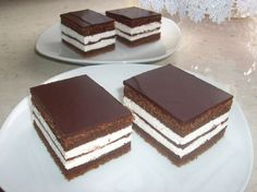 Easy and quick recipe for delicious Kinder pingui cake! Bake my cake, it's easy to make! Great Desserts, Köstliche Desserts, Delicious Desserts, Yummy Food, Sweet Recipes, Cake Recipes, Dessert Recipes, Bake My Cake, Tolle Desserts