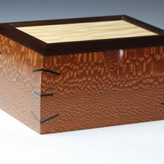 Box made of high quality Leopard Wood. The corners are accented with Ebony and the top is Quilted Maple framed with Wenge. Small Wooden Boxes, Wooden Jewelry Boxes, Wood Boxes, Art Boxes, Small Boxes, Woodworking Box, Woodworking Projects That Sell, Woodworking Workshop, Wooden Crafts