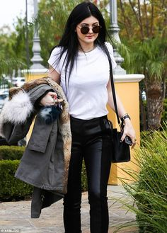 Kylie Jenner outfit. Street style.