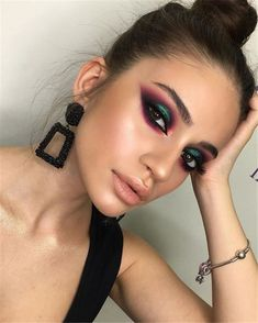 40 Best Winter Makeup Looks For Your Inspiration – Chic Hostess Best Winter Makeup Looks For Your Inspiration; Makeup Looks; Winter Makeup Looks; Smoking Eye Makeup Looks; Trendy Makeup Looks; Latest Makeup Looks; Glam Makeup, Makeup Inspo, Eyeshadow Makeup, Eyeshadow Ideas, Makeup Ideas, Makeup Tips, Pink Eyeshadow, Eyeshadow Tutorials, Dramatic Makeup