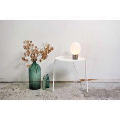 JWDA Concrete bordslampa från Menu, formgiven av Jonas Willenz. En rolig och söt bordslamp...