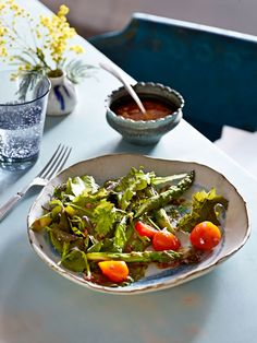 Charred Asparagus and Tomato Salad #salad #side #healthy
