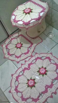 Captivating All About Crochet Ideas. Awe Inspiring All About Crochet Ideas. Crochet Mat, Crochet Rug Patterns, Crochet Squares, Crochet Home, Filet Crochet, Crochet Designs, Crochet Crafts, Crochet Doilies, Crochet Flowers