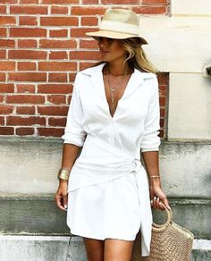 For me this look is perfect for brunch with my boyfriend and his family. Question could it pass of for that outfit you rock to your casual beach date in Hawaii? Black Women Fashion, Love Fashion, Fashion News, Fashion Online, Girl Fashion, Womens Fashion, Casual Outfits, Summer Outfits, Haute Couture Dresses