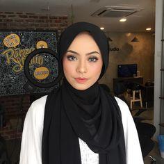 An aspiring makeup artist from Miri town (Sarawak). Contact me for makeup bookings (no hairstyling @ the moment) at 016-3963635💄👄