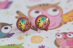#88 Handgemaakte oorstekers roze met bloemen roze/blauw en lichtgroene achtergrond! €6,00