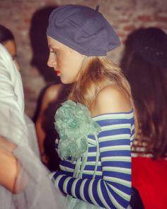 Maxi Fiore in seta verde acqua e basco @rinaldelli1930 su abito @oxanafashion!!! Foto di Backstage.  #cappello #cappelli #hat #instalike #instafun #instalife #fashion #womenfashion #madeinitaly #livorno #madeinitaly #moda #modadonna #fascinator #artigianato #modisteria #modella #modelle #fashionphoto #accessori #stile #style #l4l #concorso #modella #modelle #bellezza #model #girl