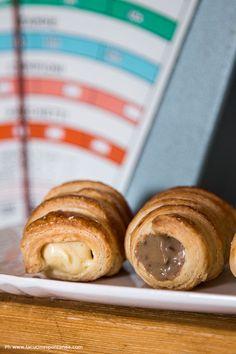 Cannoncini di sfoglia con crema mousseline al pralinato e crema al caffè