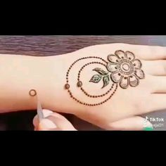 Latest Beautiful Hand Mehndi Designs 2019 – Step by Step Guide – Henna 2020 Henna Hand Designs, Round Mehndi Design, Mehndi Designs Finger, Latest Henna Designs, Mehndi Designs Book, Mehndi Designs For Beginners, Modern Mehndi Designs, Mehndi Designs For Fingers, Mehndi Design Pictures