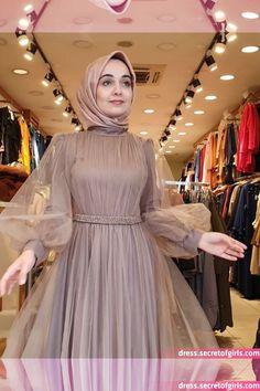 Pin Image by Chantik manja Hijab Prom Dress, Muslimah Wedding Dress, Hijab Evening Dress, Hijab Wedding Dresses, Muslim Dress, Evening Dresses, Dress Outfits, Fashion Dresses, Dress Wedding