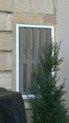 Maßgefertigter Insektenschutz für Fenster und Türen - http://www.mp-bauelemente.de/massgefertigter-insektenschutz-fuer-fenster-und-tueren.html