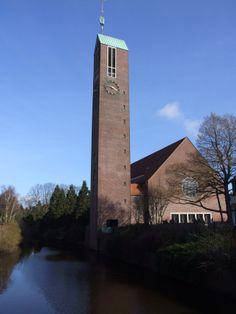 Die Martin-Luther-Kirche befindet sich in zentraler Lage in der Seehafenstadt Emden.