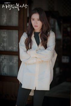 Crash Landing on You (사랑의 불시착) - Drama - Picture Gallery Korean Actresses, Korean Actors, Actors & Actresses, Korean Dramas, Hyun Bin, Sea Wallpaper, Jung Hyun, Drama Korea, Celebs