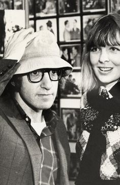 "Woody Allen et Diane Keaton dans l'irrésistible film ""Annie Hall "" Annie Hall, Diane Keaton Woody Allen, Dianne Keaton, Monsieur Cinema, Young Gifted And Black, Hollywood, Great Films, Man Photo, Famous Faces"