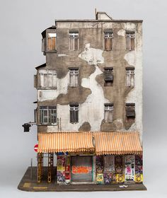 Başyapıtı olan 'Temple Street', Hong Kong'ta bulunan Kowloon City'den esinlenilmiş.