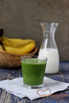 Koktajl palący kalorie Ewy Chodakowskiej  1 banan 125 ml wody 125 ml mleka migdałowego garść szpinaku 1 łyżeczka miodu 1/3 łyżeczki startego chili (dałam w proszku)
