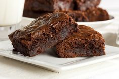 This recipe is studded with nuts, but you can substitute chocolate chips or just make a plain brownie. Store-bought ones are no match for warm brownies out of your oven, filling the air with the smell of chocolate and costing half as much. Nutella Brownies, Beste Brownies, Homemade Brownies, Easy Brownies, Cocoa Brownies, Box Brownies, Healthy Brownies, Receita Brownie Fit, Brownie Low Carb