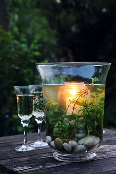 I like this for an outdoor party, you could even submerge some cut flowers instead of plants, party decor, table decor. projekte tisch 20 DIY Projects to Beautify the Tables - Pretty Designs Garden Art, Home And Garden, Garden Ideas, Fish Garden, Garden Water, Garden Oasis, Garden Table, Patio Table, Diy Table