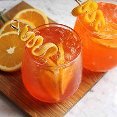 Cointreau Fizz: Drinken som vælter G&T af pinden - Helbred Fruity Cocktails, Vodka Drinks, Cocktail Drinks, Fun Drinks, Cocktail Recipes, Easy Alcoholic Drinks, Alcholic Drinks, Ginger Drink, Ginger Beer